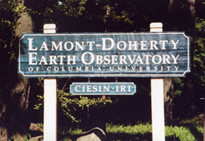 photo of sign of Lamont Doherty Earth Observatory with sign for IRI and for CIESIN beneath